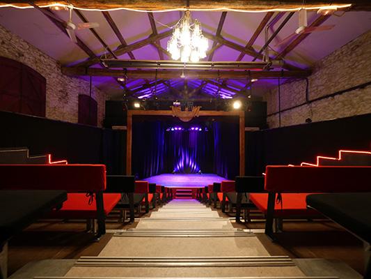 la salle de spectacle de la Comédie du Mas